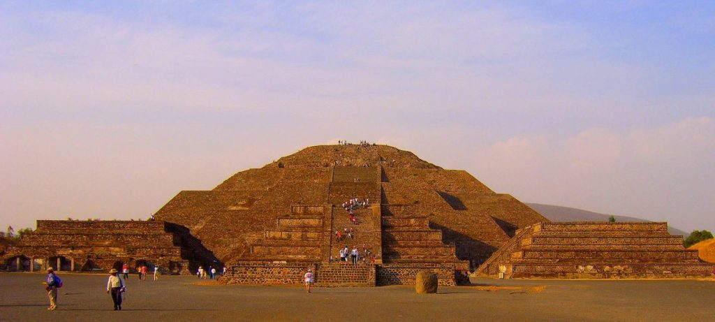 пирамиды Луна и Солнце